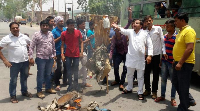 सछास ने केंद्र सरकार की शव यात्रा निकाल कर पुतला फूँका