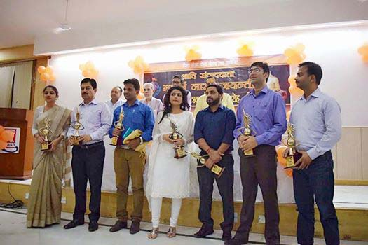स्वेता सिंह के साथ पुरस्कार मिलने पर झूम उठे पंकज शर्मा