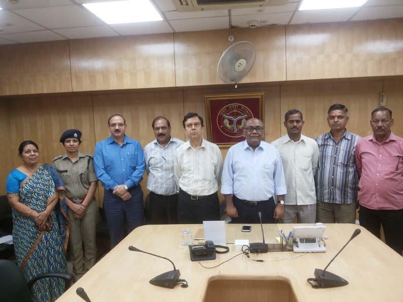 मुख्य सचिव राहुल भटनागर के साथ होमगार्ड्स प्रतिनिधि व अन्य तमाम अधिकारीगण।