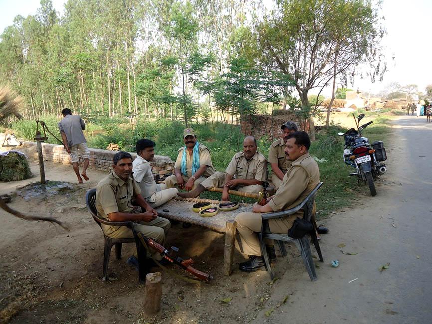 मृतक के गाँव सलेमपुर में शांति व्यवस्था बनाये रखने के लिए तैनात पुलिस